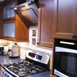 Kitchen cabinets with self-closing drawers